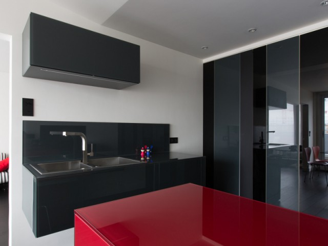 Une cuisine compact en verre laqué