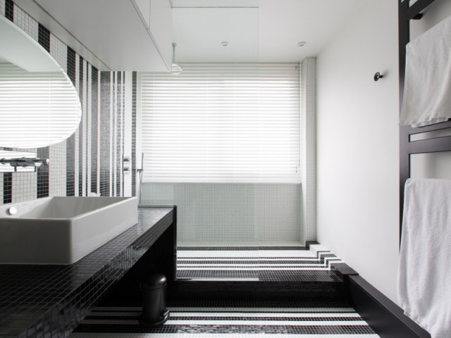 Une salle de bains graphique et chic