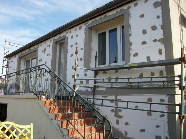 Isolation thermique par l 39 ext rieur pour une maison des for Moulure exterieur pour maison