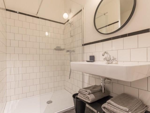 des carreaux de m tro dans la salle de bains. Black Bedroom Furniture Sets. Home Design Ideas