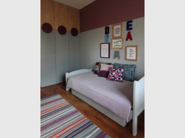 2 chambres 2 soeurs 2 univers. Black Bedroom Furniture Sets. Home Design Ideas