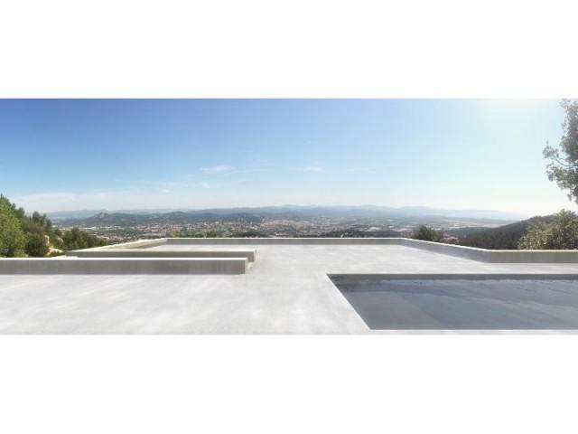Une villa d'architecte perchée sur la colline d'Hyères : Une piscine sur le toit - Une villa d'architecte perchée sur la colline d'Hyères