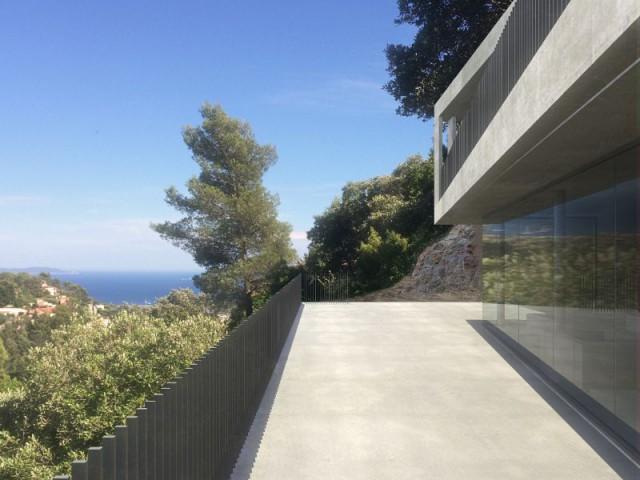 Une villa d'architecte perchée sur la colline d'Hyères : Architecture militaire - Une villa d'architecte perchée sur la colline d'Hyères