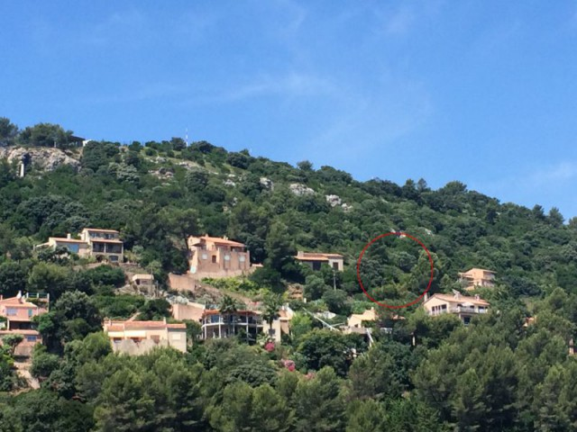 Une villa d'architecte perchée sur la colline d'Hyères : Intégré dans le paysage - Une villa d'architecte perchée sur la colline d'Hyères