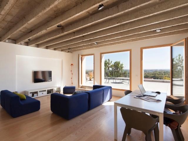 Une maison de 50 m2 révèle son caractère brut