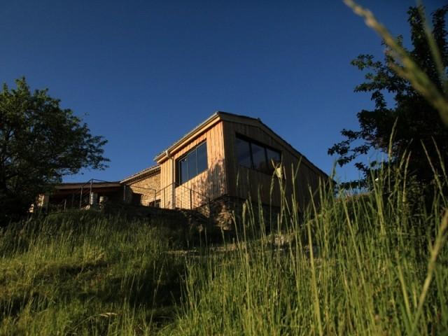 Une grange ancienne et moderne