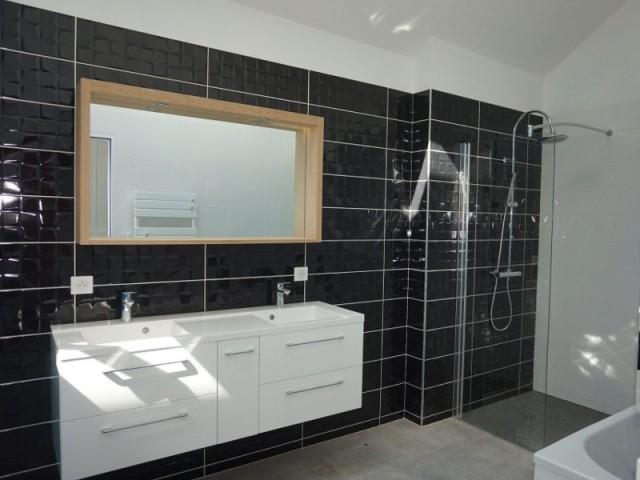 Une salle de bains épurée