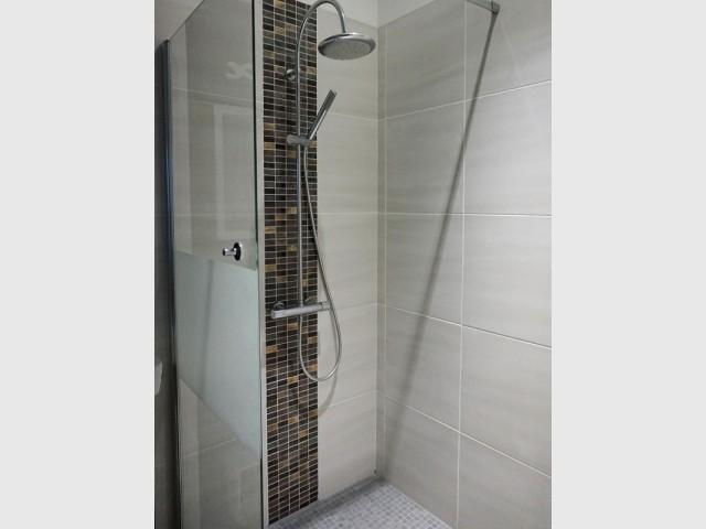 Une douche cuivrée au rez de chaussée