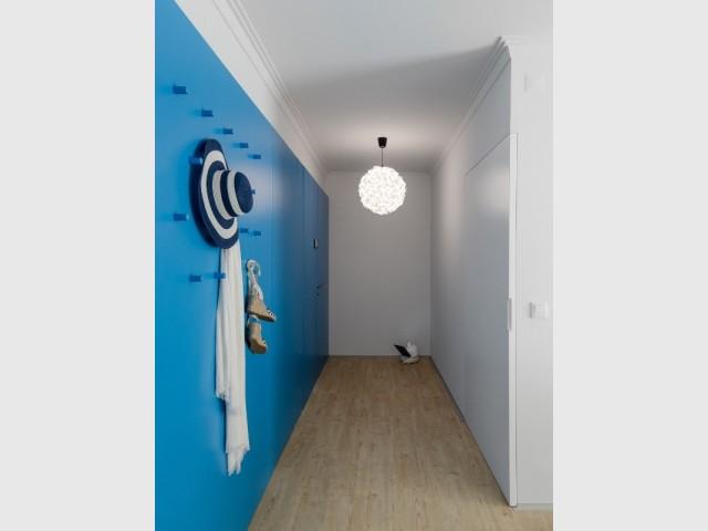 Couloir d'entrée de l'appartement rénové