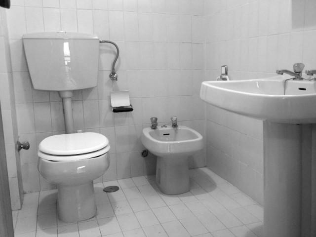 Une salle de bains des années 80