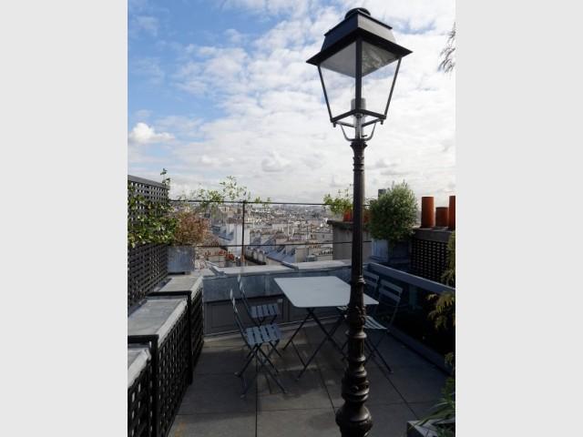 Une toiture terrasse avec vue sur Paris