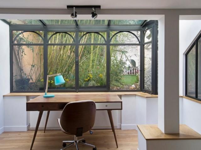 Un bureau avec verrière façon bow window