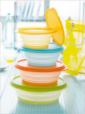 Mini Max http://www.maisonapart.com/edito/amenager-decorer/cuisine/tupperware-la-revolution-plastique-p6-523.php