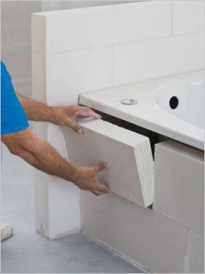 Installer des cloisons et des rangements en b ton - Salle de bain en siporex ...