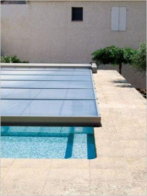 les piscines s 39 habillent de leurs plus beaux abris page 3. Black Bedroom Furniture Sets. Home Design Ideas