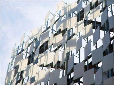Le Frac de Marseille, un musée en écailles de verre signé Kengo Kuma