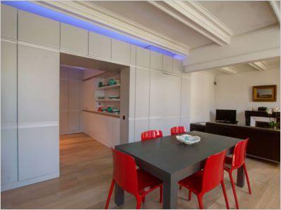 Un meuble de rangement qui dessert toutes les pièces d'un appartement