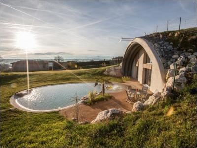 Une maison de 180 m2 cachée sous un dôme végétalisé