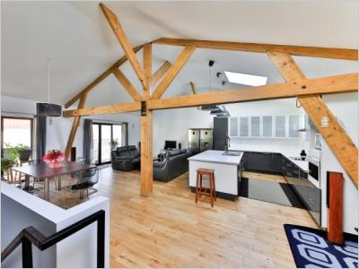 Un mini module d 39 habitation install en un temps record dans le jardin d - Module habitation bois ...