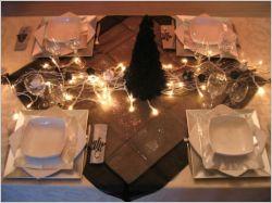 Une table de Noël en noir et blanc