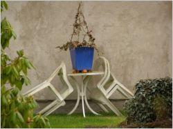 Raviver des meubles de jardin en plastique