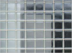 Monter un mur en briques de verre
