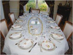 Table just married maisonapart - Dresser une table dans les regles ...