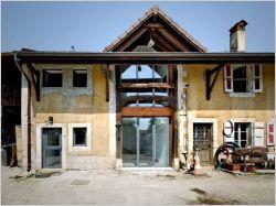 Une vieille grange transformée en maison