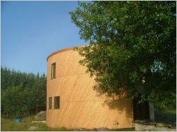 Une maison passive en bois de forme cylindrique