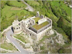 Une toiture végétalisée sur un château du 13e siècle