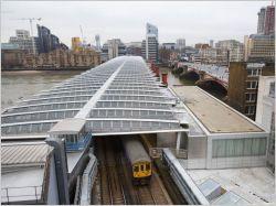 Londres accueille le plus grand pont solaire du monde