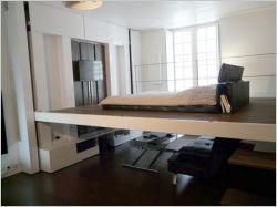 Une chambre qui descend du plafond pour un intérieur optimisé