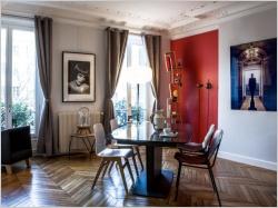 Un appartement de style transformé en galerie d'art