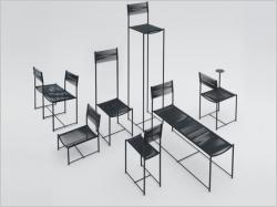 Une chaise design de deux mètres de haut