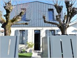 Avant/Après : Surélévation métallique pour une maison au style industriel