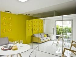 Petit espace : Rénovation astucieuse pour un appartement de bord de mer