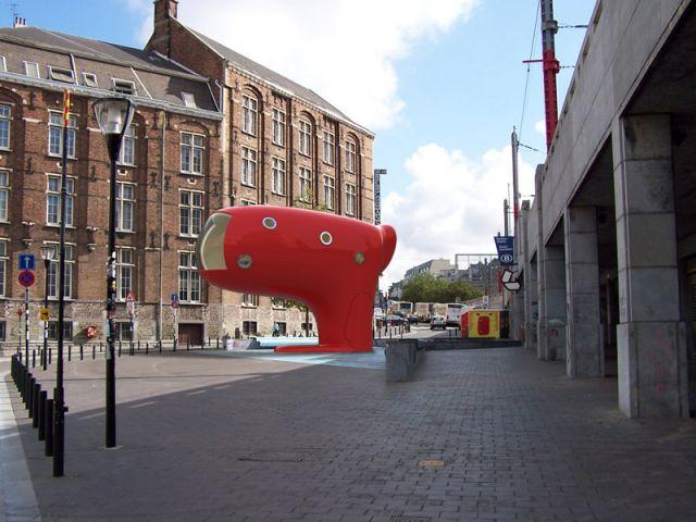 <i>Bluub</i> : un module destiné aux enfants, installé place Sainte-Catherine à Bruxelles pour Design September, qui leur fait découvrir l'art, l'architecture et la ville. www.bluub.be