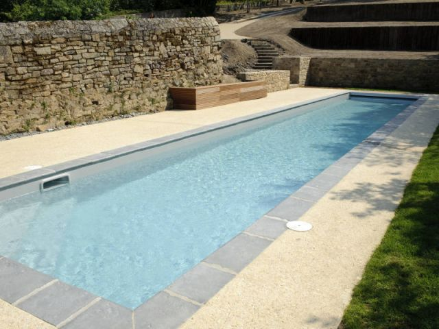 Une piscine en harmonie avec son environnement for Piscine naturelle paris