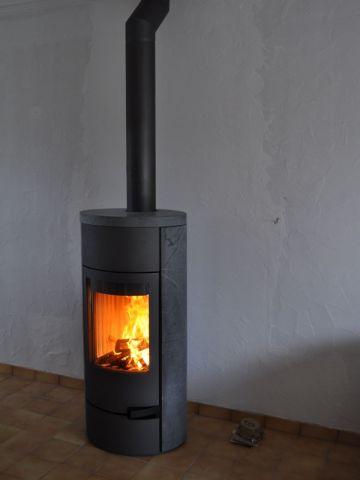 de la cheminée rustique au poêle à bois design