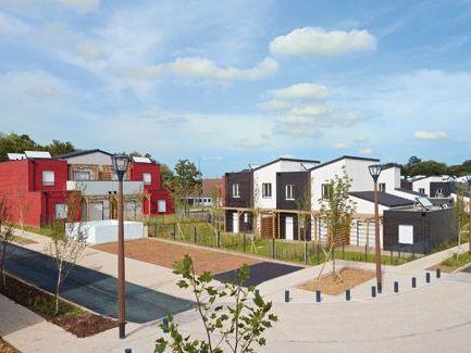 A vert saint denis un co quartier de maisons pr fabriqu es voit le jour - Mobilier jardin oriental saint denis ...