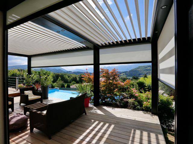 une pergola lames orientables pour profiter de sa terrasse en toutes saisons. Black Bedroom Furniture Sets. Home Design Ideas
