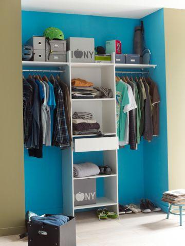un dressing dans un renfoncement pour les petits espaces maisonapart. Black Bedroom Furniture Sets. Home Design Ideas