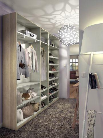 Un dressing install dans un couloir maisonapart - Fermer un dressing avec des rideaux ...
