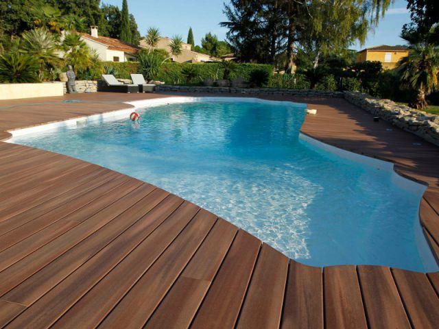 Quel rev tement de sol pour les abords d 39 une piscine - Tour de piscine en bois ...