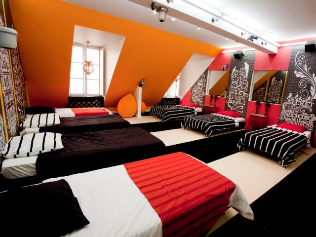 Un dortoir am nag sous combles maisonapart for Chambre dortoir design