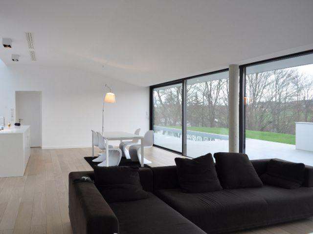 Maison d 39 architecte une villa moderne semi enterr e sur for Interieur villa moderne