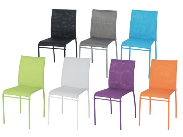 Deux chaises color es 59 80 maisonapart for Chaises colorees
