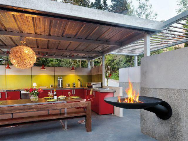 un coin chaleureux à proximité d'une cuisine extérieure - maisonapart - Amenager Une Cuisine Exterieure