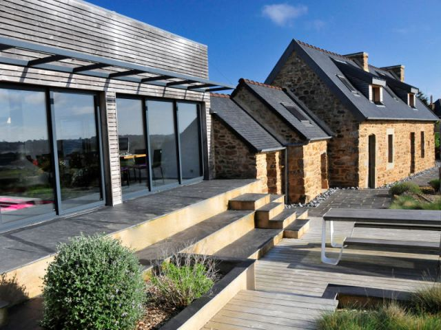 Une long re bretonne devenue maison contemporaine for Amenagement interieur longere