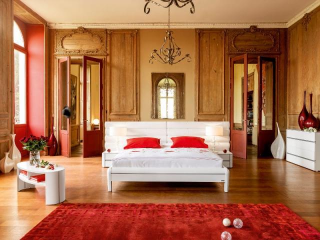peindre les niches et les portes d 39 une couleur vive pour mettre en valeur le bois maisonapart. Black Bedroom Furniture Sets. Home Design Ideas